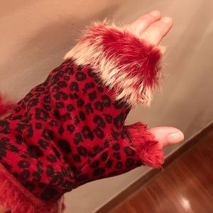 Accessories - Red cheetah fingerless Gloves